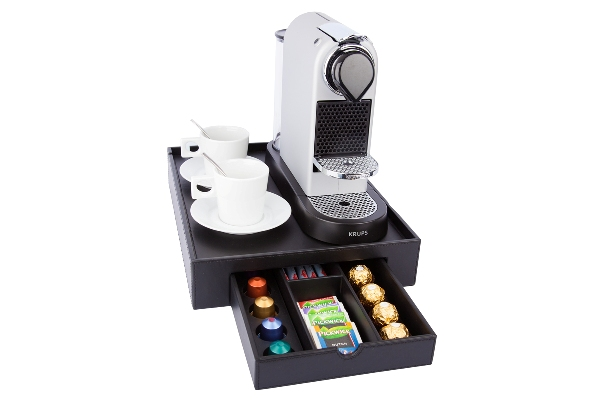 Courtesy tray for coffee machine and cups with saucers | B-TRAY SPACE
