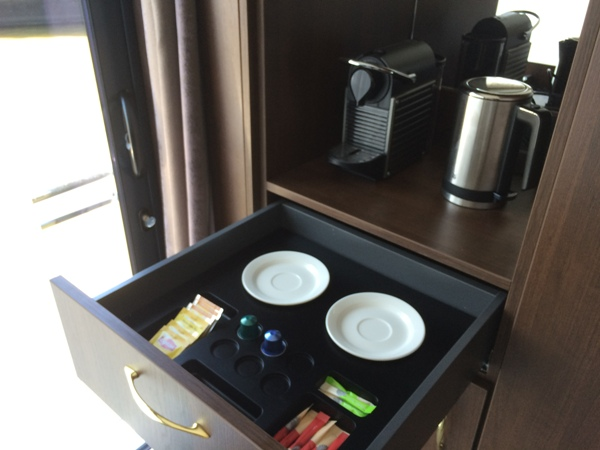 Custom made hospitality tray for cruise ship | B-TRAY hospitality trays