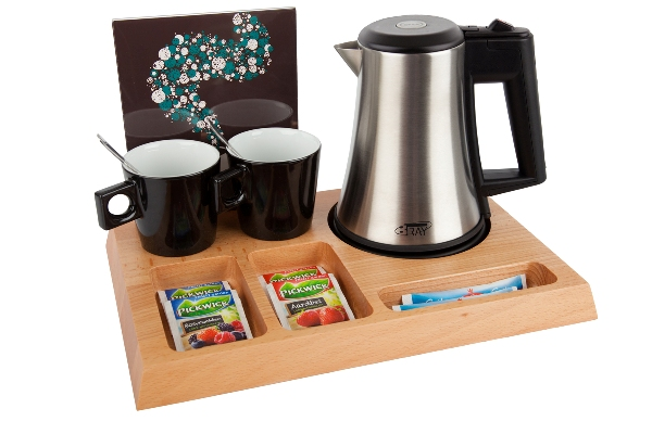Hotel trays solid beech with eco-friendly hotel water kettle | B-TRAY SIGNUM